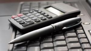 pocitac-kalkulacka-pero